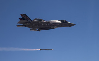 New signal processor for AMRAAM to be developed by USAF, Raytheon