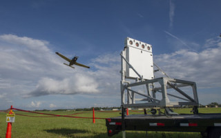 Raytheon demos AESA x-band radar in front of military officials